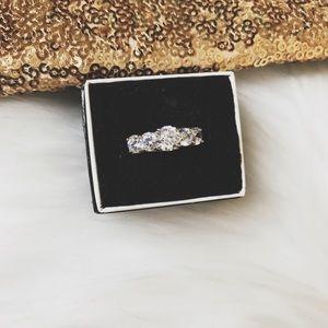 Bella Luce White Diamond Simulant Ring // Size 7